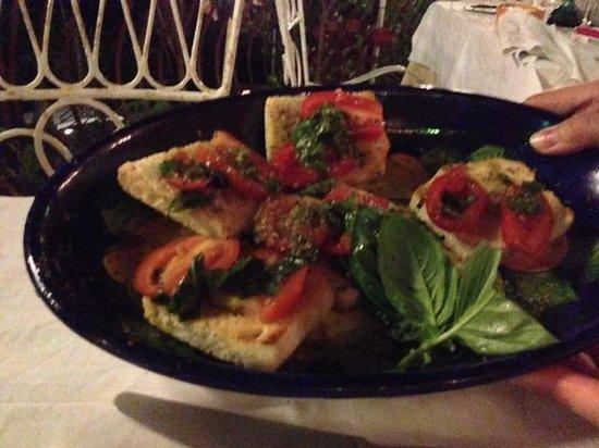 Al Barilotto Del Nonno: Dinner - Bruschetta with fresh garlic, basil and tomatoes from the garden