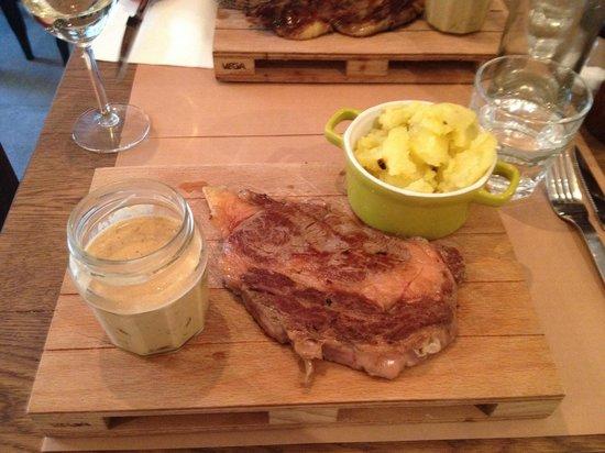 Chez Louckie: Yummy Entrecote with mushroom buerre blanc!