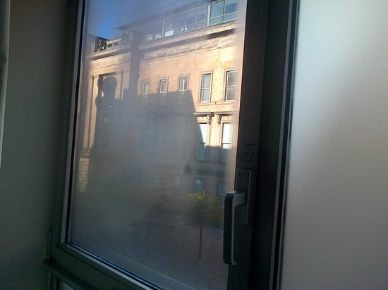 Brunswick Hotel : Misted windows