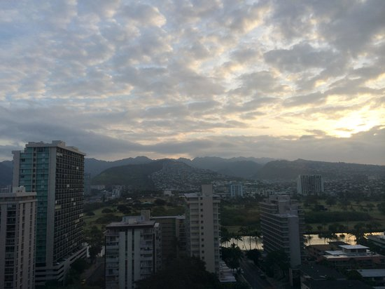 OHANA Waikiki East Hotel : Morning Mountain View