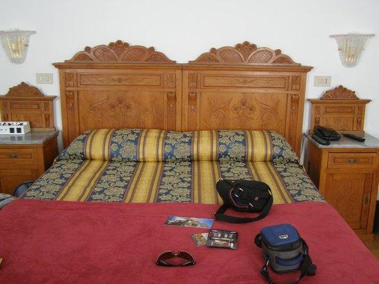 Hotel alla Fava: Cama matrimonial
