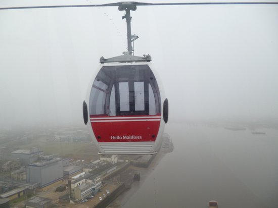 Thames River: The cable car over the Thames