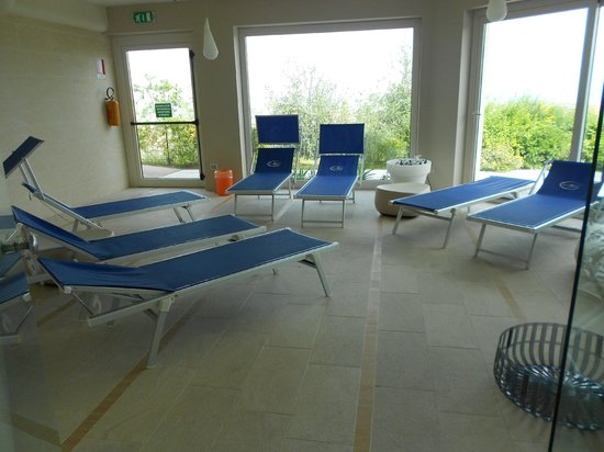 Villa Maria Hotel & SPA: zona relax con lettini