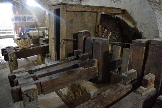 Museo della Carta: Macchina per tritare gli stracci