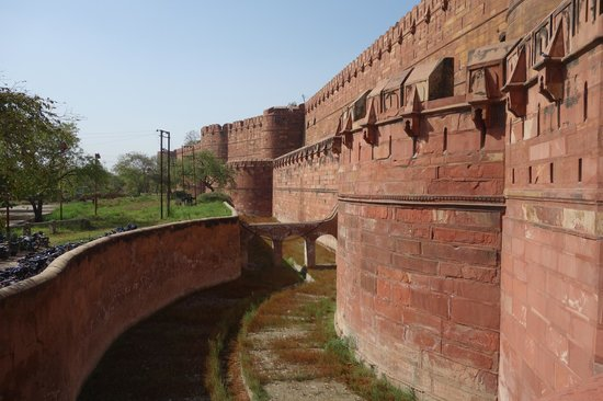 Agra Fort: moat area