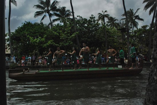 Polynesian Cultural Center: Entertainment on the water!