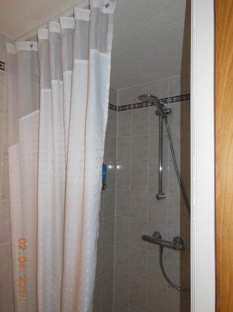 Holiday Inn Express Edinburgh - Waterfront: Shower stall (No bath)