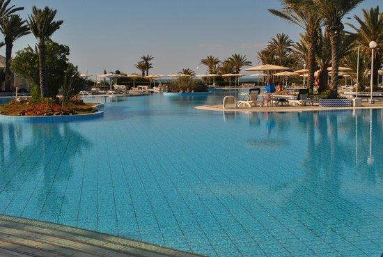 El Mouradi Djerba Menzel : Mooie grote zwembaden