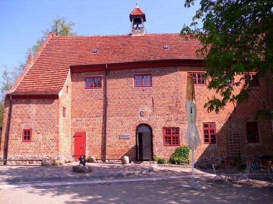 Greenline Hotel Hellfeld: alte Burg Penzlin und Hexenmuseum