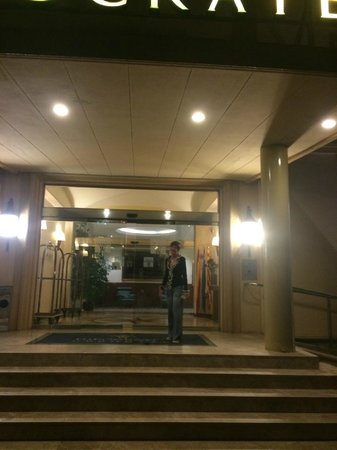 Hipocrates Curhotel : entrée de l'hôtel