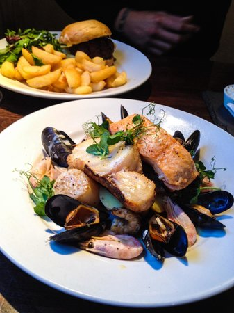 The Red Hart: Fish grill of seabass, salmon, cod, prawns, muscles, scallops and boiled potatoes. Wonderfully c