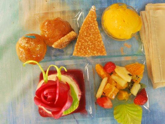 Restaurant le Grand Chene: L'assiette des desserts !!