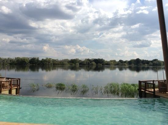 The David Livingstone Safari Lodge & Spa: Infinity pool at the Livingstone