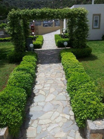 Villa Mare Monte: walking to breakfast past reception area