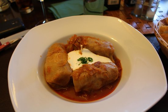 Zeleny Rodrigez: Cabbage stuffed with minced meat and sour cream