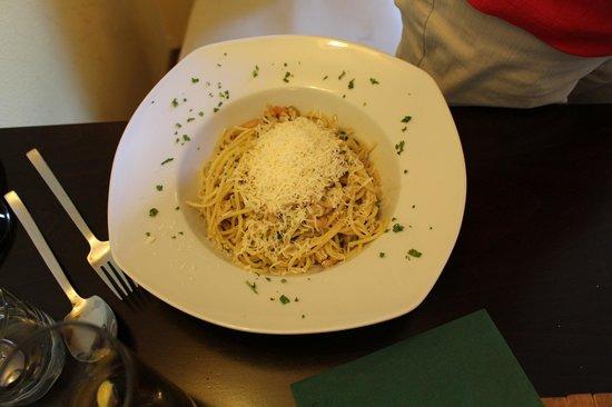 "Zeleny Rodrigez: Spaghetti aglio, olio, peperoncino"" (s krevetkami) (with shrimps)"