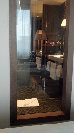 Mövenpick Hotel Stuttgart Airport & Messe: view of the bathroom from the bedroom