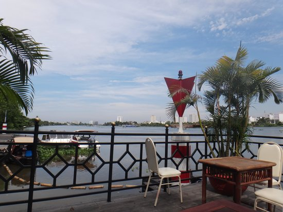 Saigon Domaine Luxury Residences: breakfast river view