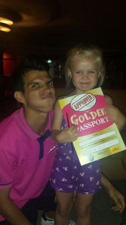 Hotel Paraíso de Albufeira : Miguel presented our wee Aimee aka bubbles with her certificate x