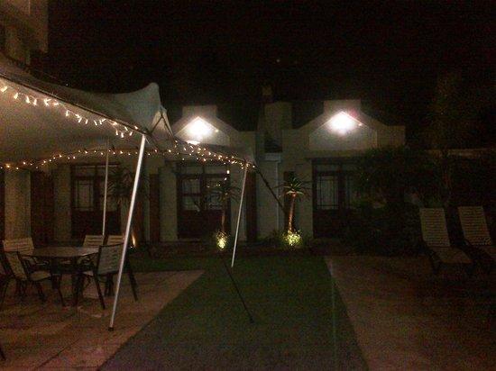 Feathers Lodge Boutique Hotel : Lapa, braai and outside area