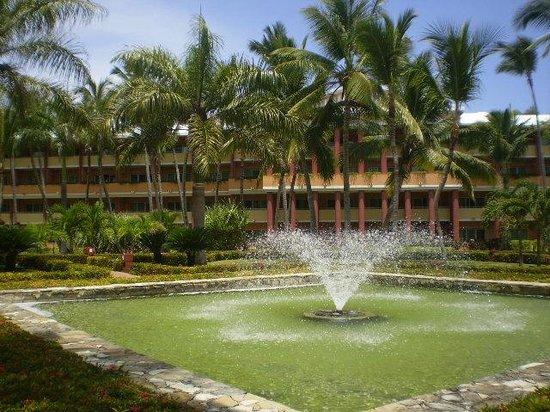 Iberostar Dominicana Hotel: fuentes en los jardines