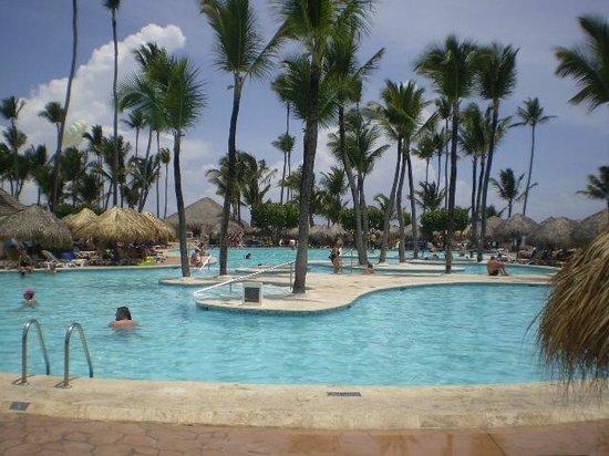 Iberostar Dominicana Hotel: las piscinas para todas la edades, toallas, recambio a toda hora