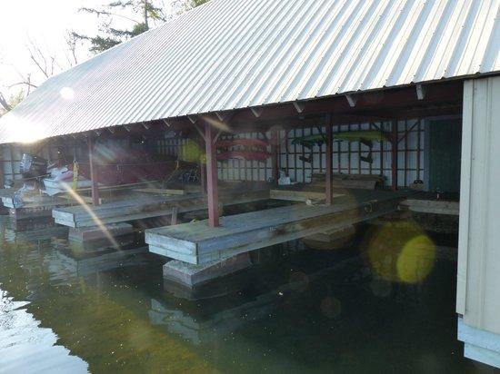 Horseblock Point Cottages : hangar à bateaux