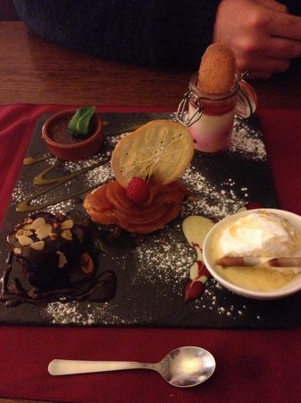 Cafe Cassis: Lovely tapas dessert! Perfect for 2 sharing!!