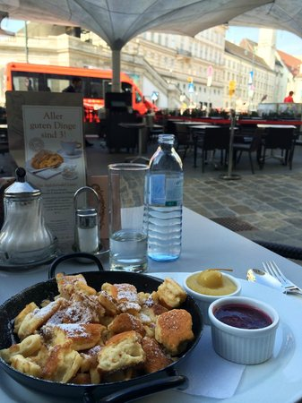 Cafe Mozart: Kaiserschmarrn; equally tasty as, prettier than Landtmann's