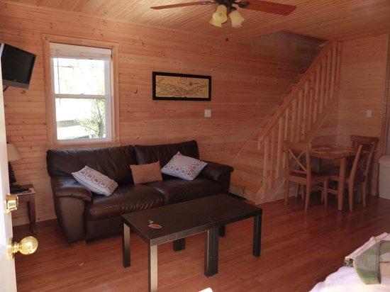 Horseblock Point Cottages: entree salon