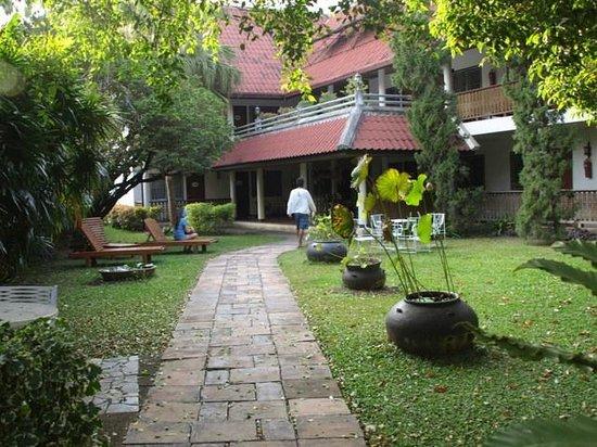 Baan Kaew Guesthouse: Garten