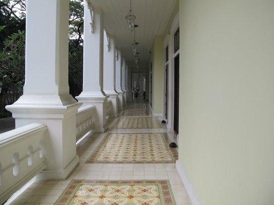 The Dhara Dhevi Chiang Mai : varanda da Colonial suite