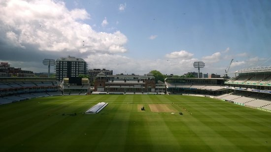 Lord's Cricket Ground : Who sees the slope?