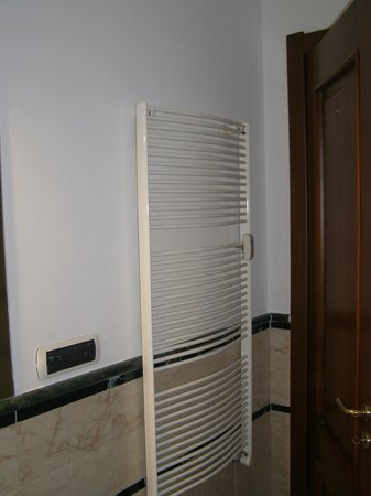 Apollo Hotel: BAÑO