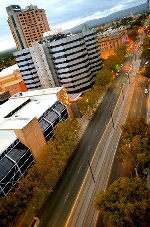Oaks Embassy Apartment Hotel : Street view from the balcony.