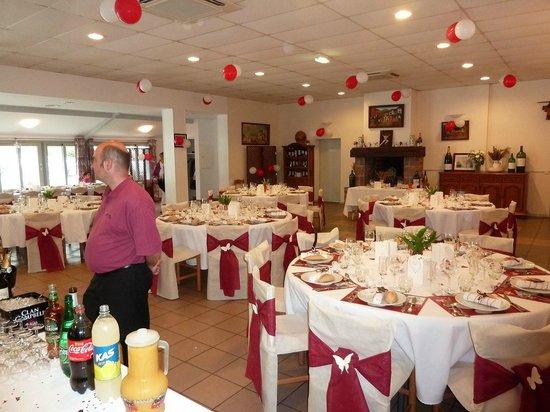 Hotel Achafla Baita : Salle et apéritif à l'intérieur