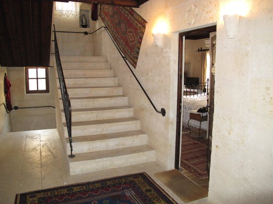 Selcuklu Evi : Escaliers et chambre
