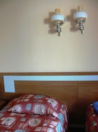 "Hotel Metropolis : ""bedside"" lamps"