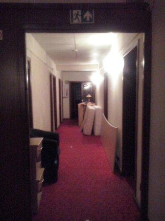 Hotel Metropolis : Still life on corridor