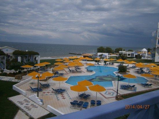 Serita Beach Hotel: the pool