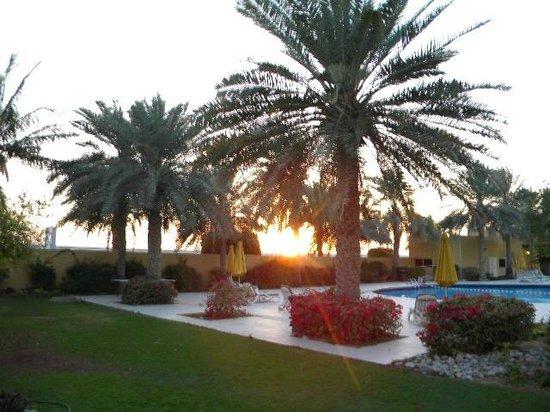 Al Hamra Residence & Village: около бассейна и ресторанчика