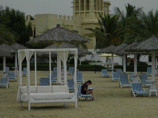 Al Hamra Residence & Village: пляжные беседки