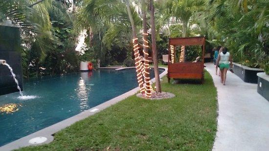 El Taj Oceanfront & Beachside Condos Hotel: Oceanfront pool