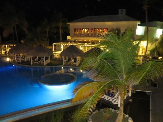 Melia Cayo Coco: Evening view of the pool area