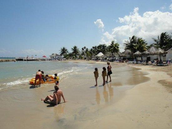 Royal Decameron Club Caribbean: une des 3 criques de l'hôtel