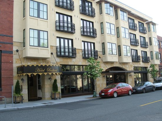 Hotel Ballard: Ballard Avenue View & Stoneburner Restaurant