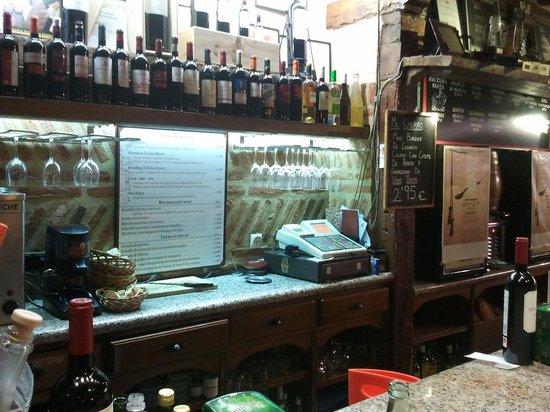 Los Zagales: Local