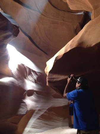 Antelope Canyon Navajo Tours - Day Tours: He is in action