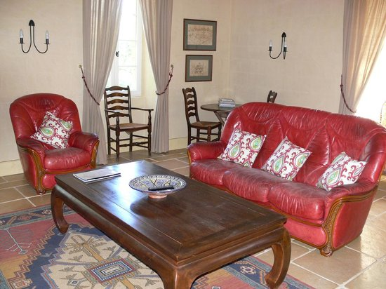 Le Phenix : Sitting Room