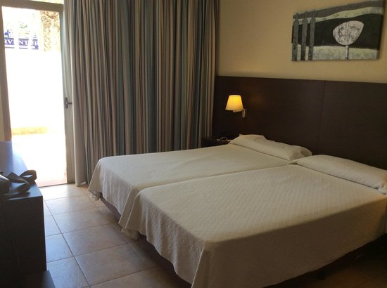 Hotel Best Tenerife: beds are big and comfortable